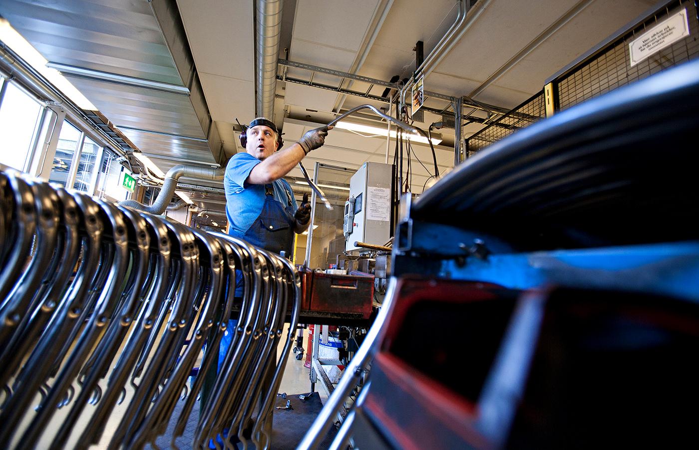 Möbelproduktion bei Ekornes in Ikornnes -Einblick in die Stahlverarbeitung