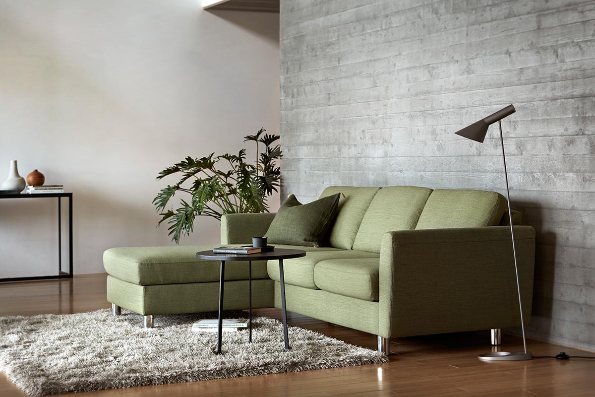 Das Stressless Sofa Emma E350 im trendigen Graugrün als Zwei-Sitzer mit Longseat