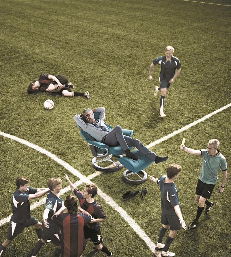 Im Stressless Sessel Skyline lässt sich ganz entspannt die Fußball EM 2016 verfolgen.