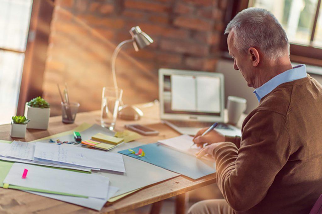 Auch beim Arbeiten von Zuhause solltet ihr euch einen strukturierten Tagesplan zurechtlegen.