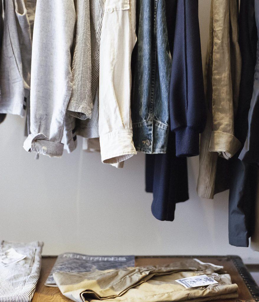Mit der Magic Cleaning-Methode lässt sich auch im Kleiderschrank einfach Ordnung schaffen und aufräumen.