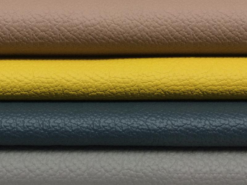 Zu den Trendfarben 2017 im Stressless Leder Batick gehören auch dunklere Nuancen und goldenen Gelbtöne.