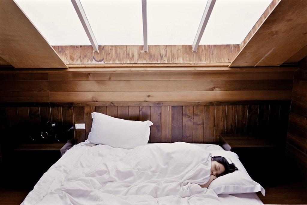 Ein gutes Bett und ausreichend Schlaf und Entspannung sind wichtig für die Gesundheit des Rücken.