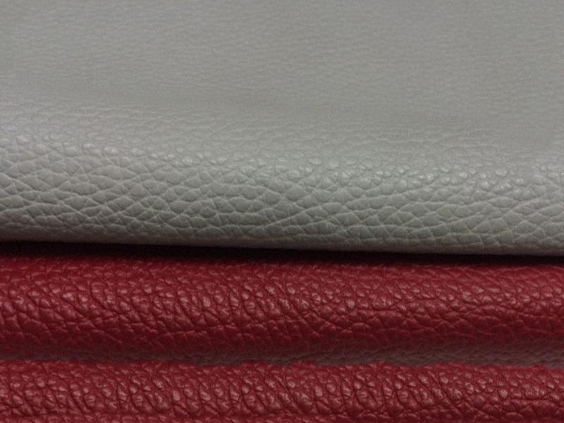 Die Farbtrends 2017 in der Stressless Lederqualität Cori zeigen sattes Rot und edles Grau.