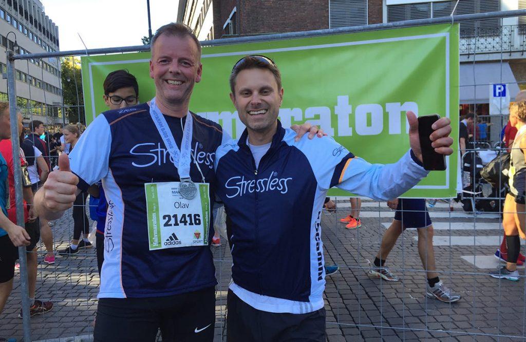 Ekornes CEO Olav Holst-Dyrnes und Øystein V. Fauske liefen beide die Laufstrecke des Oslo-Marathons in Stressless-Outfits.