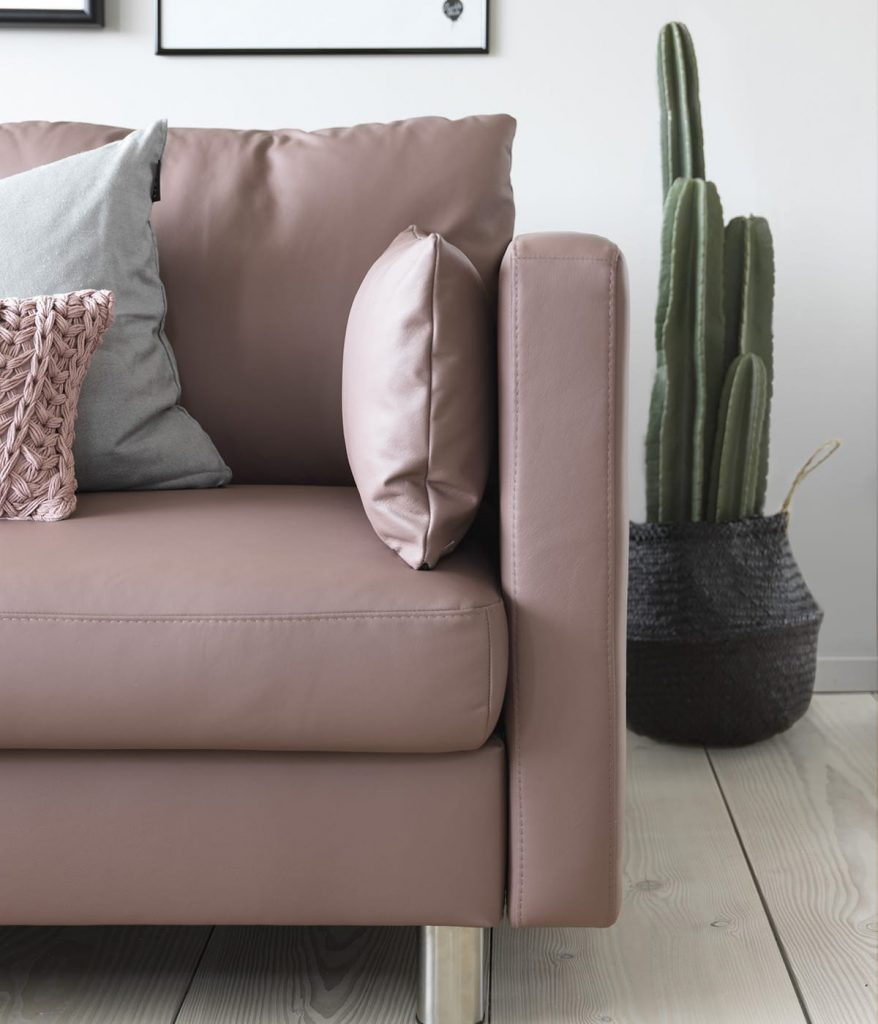 Verwendet beim Frühjahrsputz das passende Pflegemittel für euer Stressless Leder-Sofa.
