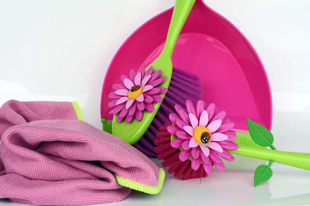 Farbige Begleiter beim Frühjahrsputz sorgen für gute Laune.