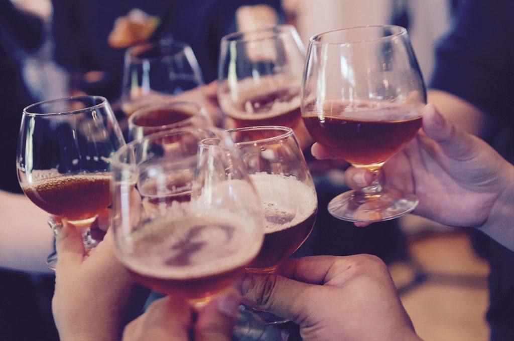 Zur richtigen Fußball-Party gehört auch ein gepflegtes Bier.