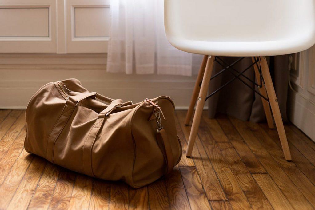Denkt beim Koffer packen daran, ein Ersatz-Outfit ins Handgepäck zu nehmen.