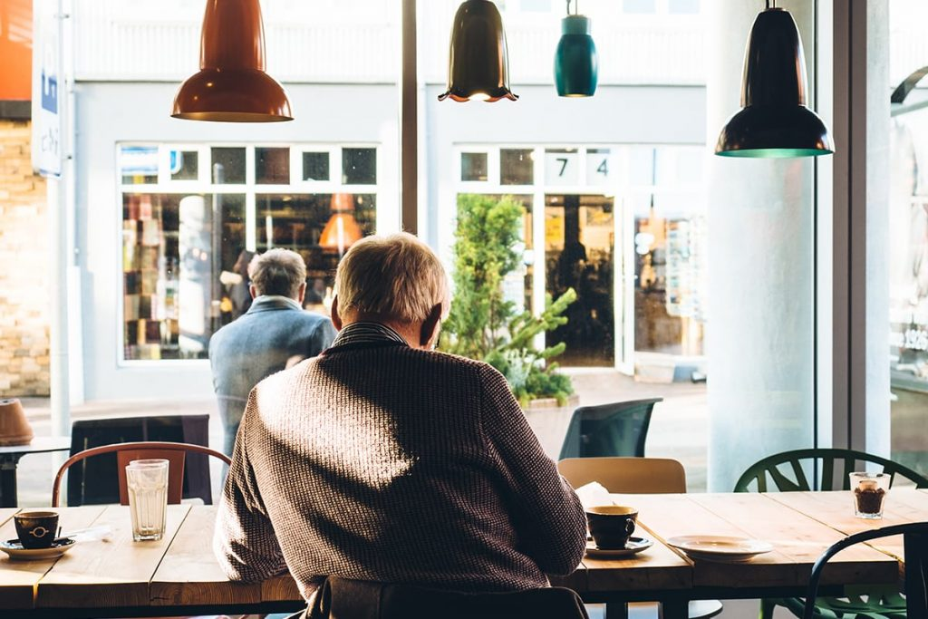 Macht doch mal Urlaub Zuhause und erkundet neue Restaurants und Cafés in eurem Stadtviertel.