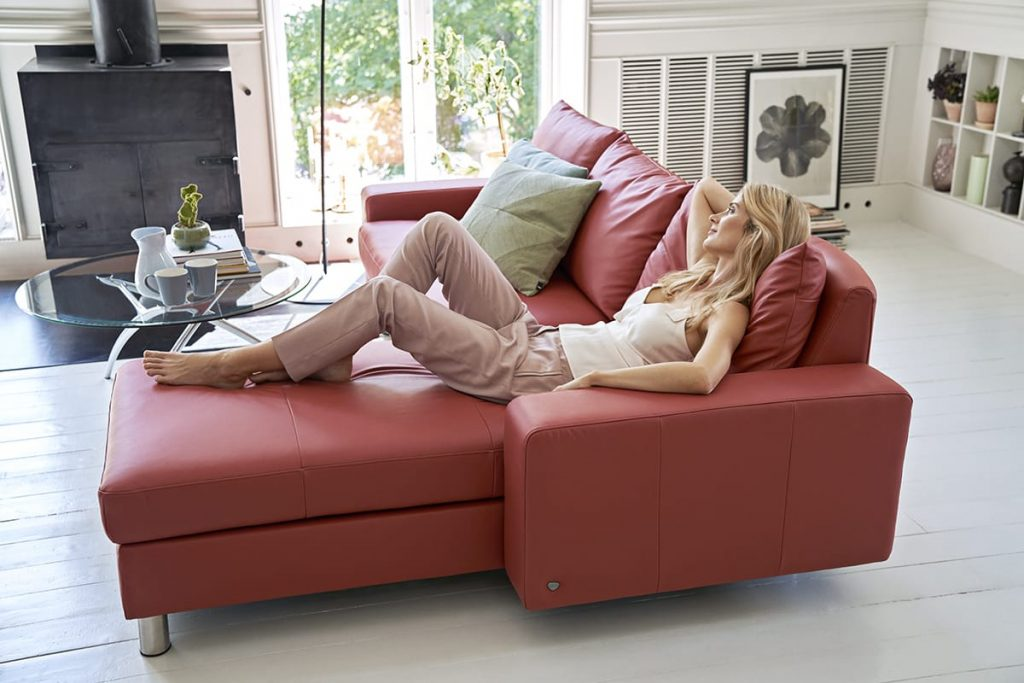 Mit unseren Tipps zum Wohlfühl-Trend Hygge – und eurem Stressless Sofa – könnt ihr euren Alltag entspannter gestalten.