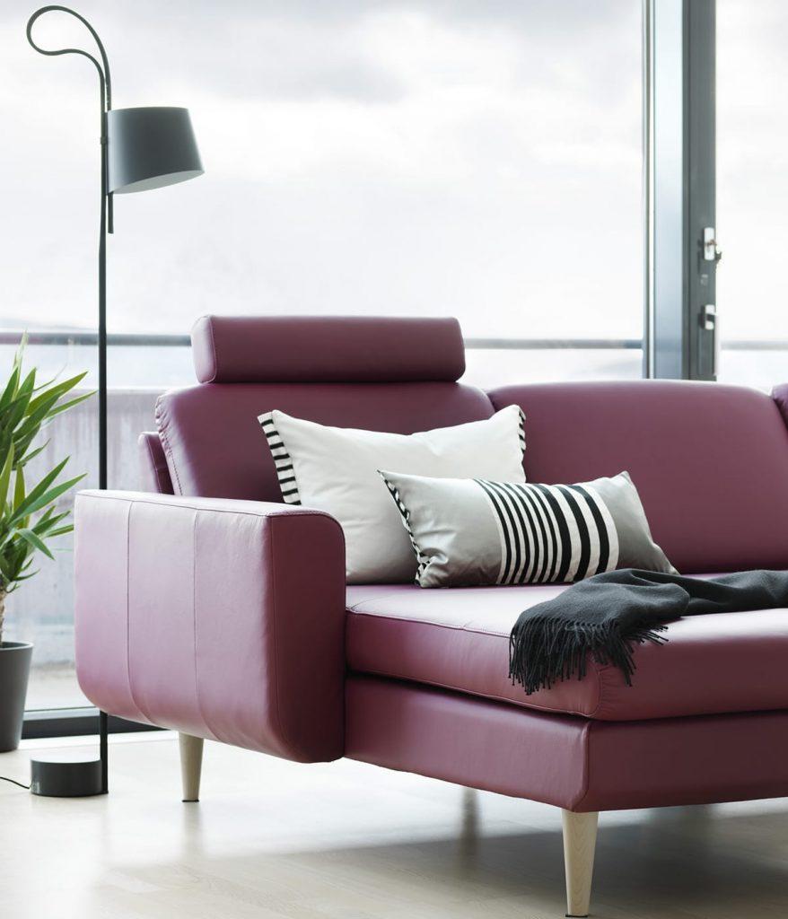 Moderne Möbel und gemütliches Entspannen gehen gut zusammen – zum Beispiel mit dem Stressless Sofa Joy.
