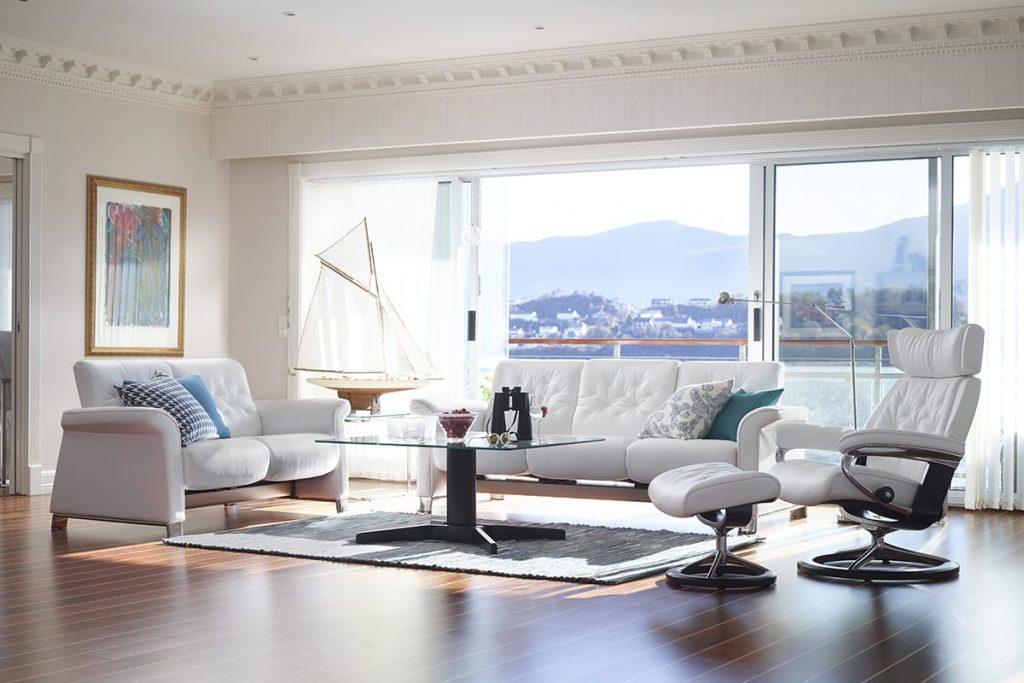 Auch moderne Möbel können sehr komfortabel und gemütlich sein – wie etwa das Stressless Sofa Metropolitan.