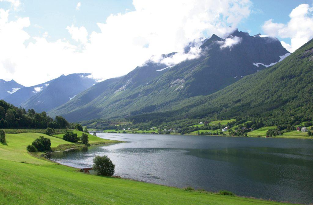 Ekornes, Stressless, Standort, Sykkylven, Fjord, Norwegen