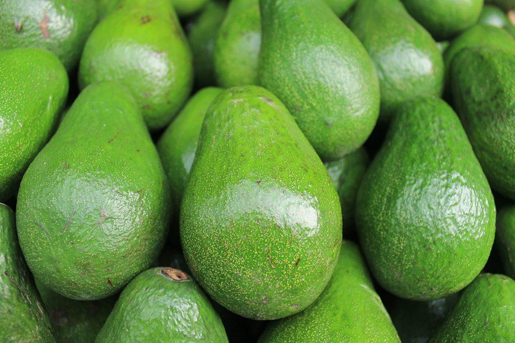Auch Avocados sind für eine gesunde Ernährung gut und zählen zu den beliebten Superfoods.