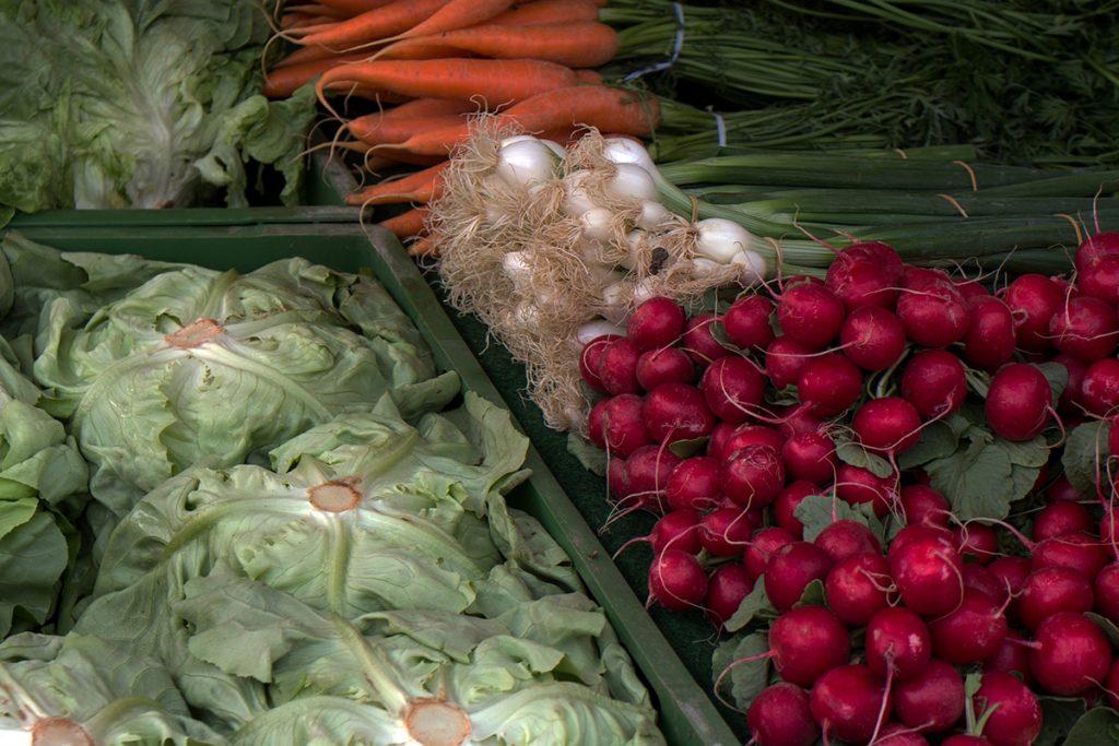 Es ist umweltschonender, Gemüse und Obst regional einzukaufen.