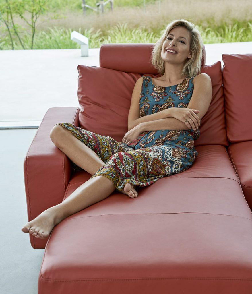 Beim Einrichten eures Zuhauses solltet ihr darauf achten, dass es euch die Möglichkeit gibt zu entspannen – zum Beispiel auf eurem Stressless Sofa.