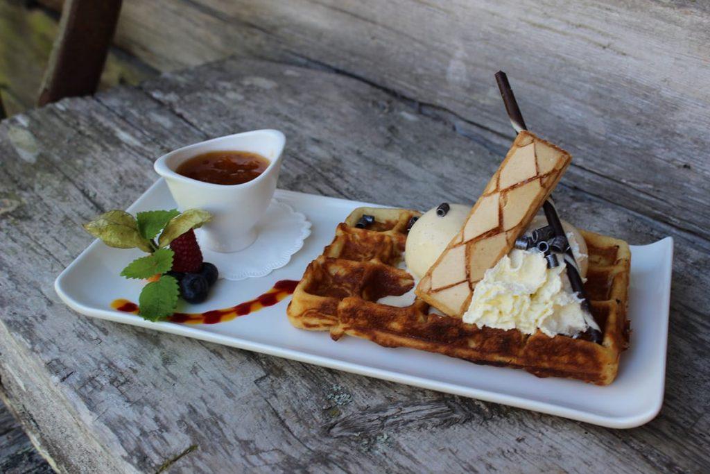 In Norwegen liebt man die leckere Moltebeere und macht etwa Marmelade, Saft oder Likör aus ihr.