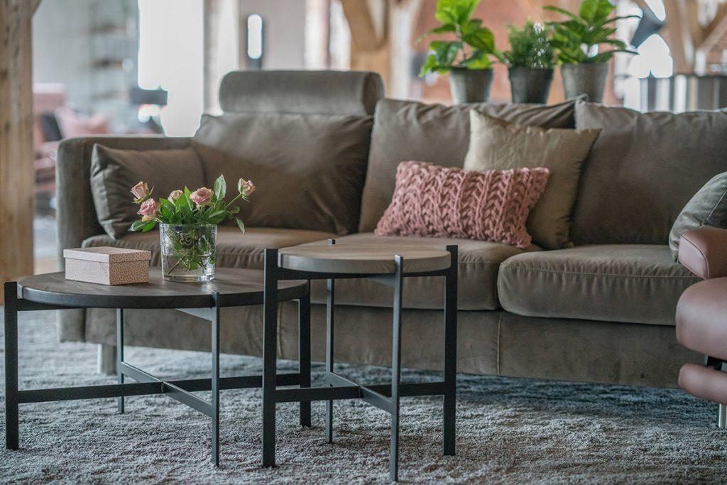 In dem neugestalteten Ausstellungsraum finden sich auch die Stressless Neuheiten 2017 wie etwa das Stressless E400 Sofa.