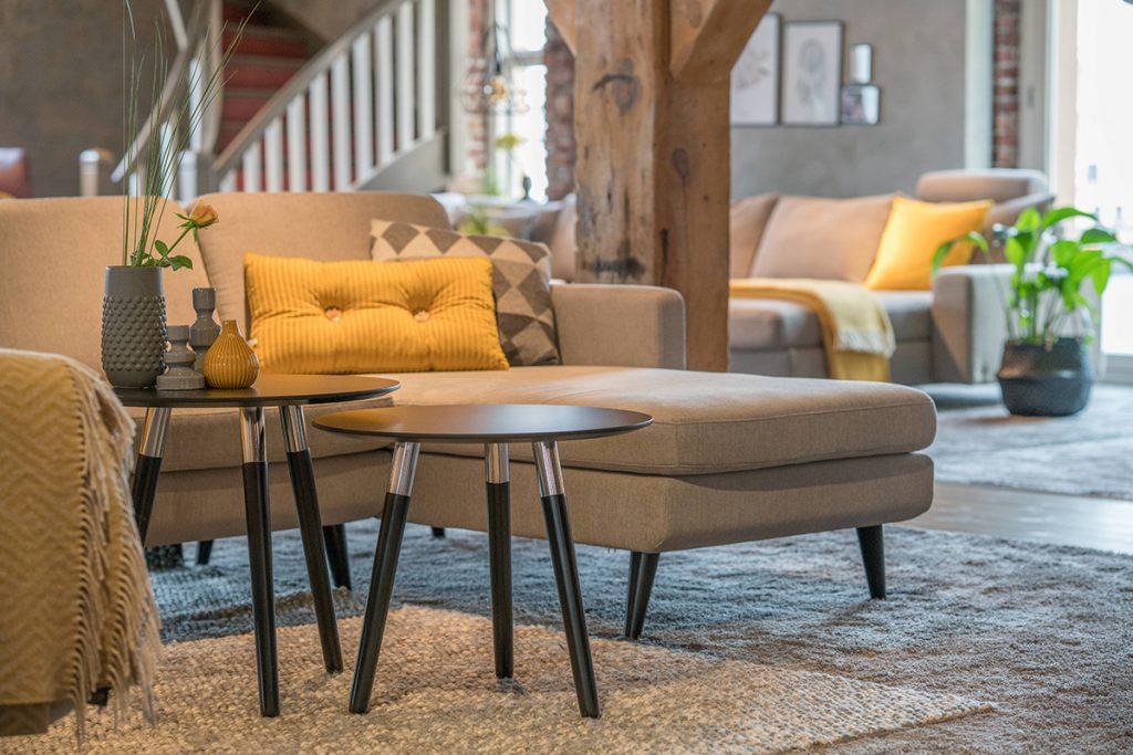 In dem Stressless Ausstellungsraum kommen die Stressless Style Tische in der Kombination mit Stressless Relaxmöbeln besonders gut zur Geltung.