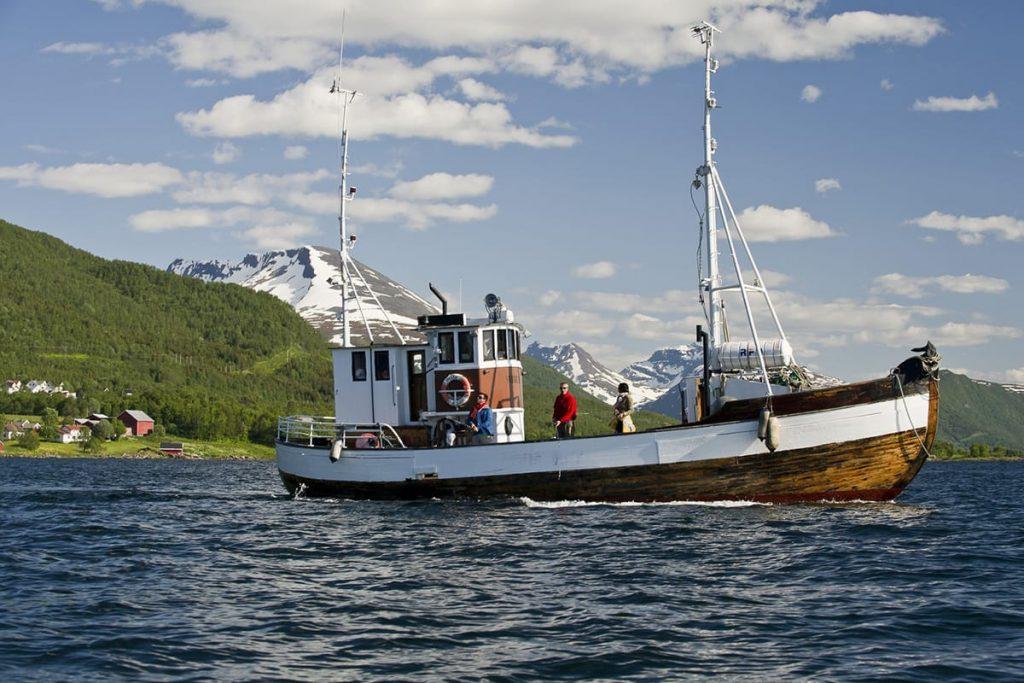 Manche Touristikunternehmen bieten spezialisierte Urlaubsreisen zum Angeln in Norwegen an.