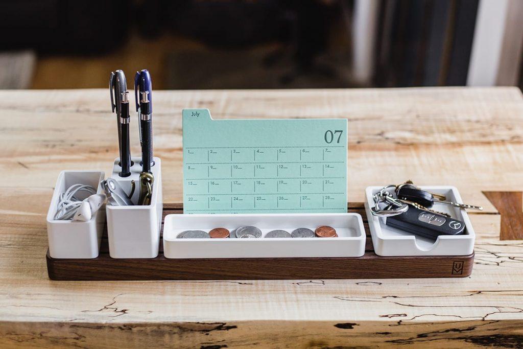 Ein erster Schritt, sich gut zu organisieren, ist ein aufgeräumter Schreibtisch.