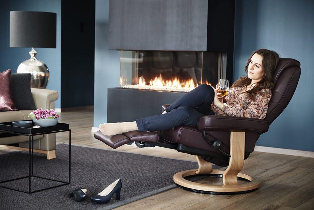 Mit dem Stressless Bliss Sessel mit LegComfort hat auch in die dunkle Jahreszeit zahlreiche Glücks- und Entspannungsmomente.
