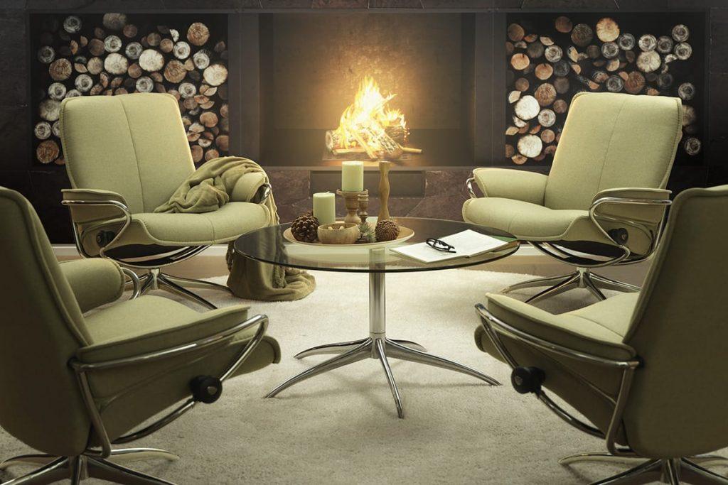 Die dunkle Jahreszeit ist die Zeit der Entspannung - am liebsten natürlich vorm knisternden Kamin in einem bequemen Stressless City Sessel.