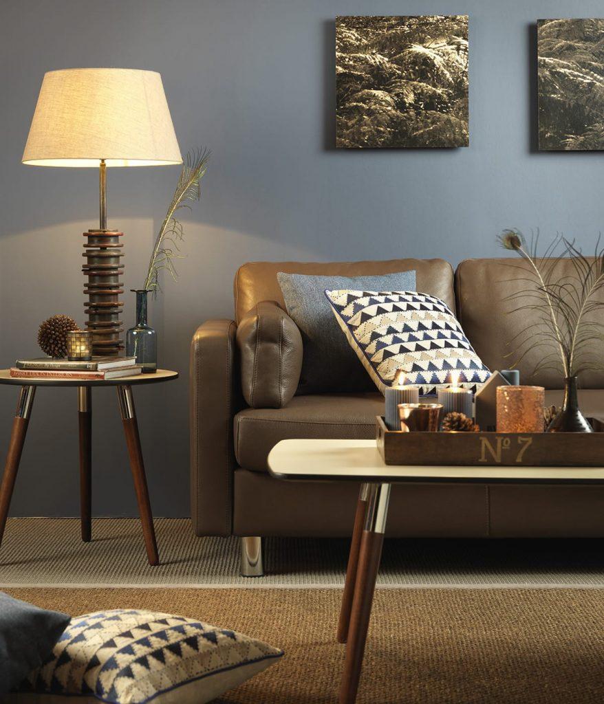Das Stressless E600 Sofa lädt kombiniert mit der richtigen Beleuchtung auch im Winter zum Lesen und Entspannen ein.