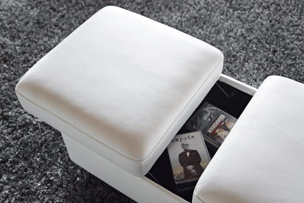 Skandinavisches Design steht ebenso für Einfachheit und Funktionalität, wie etwa der Stressless Doppelhocker mit integriertem Stauraum.