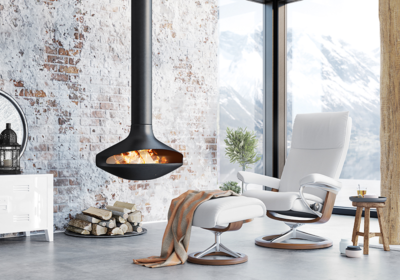 Mit einer durchdachten Beleuchtung im Winter und einem Stressless Aura Sessel lässt sich perfekt entspannen.