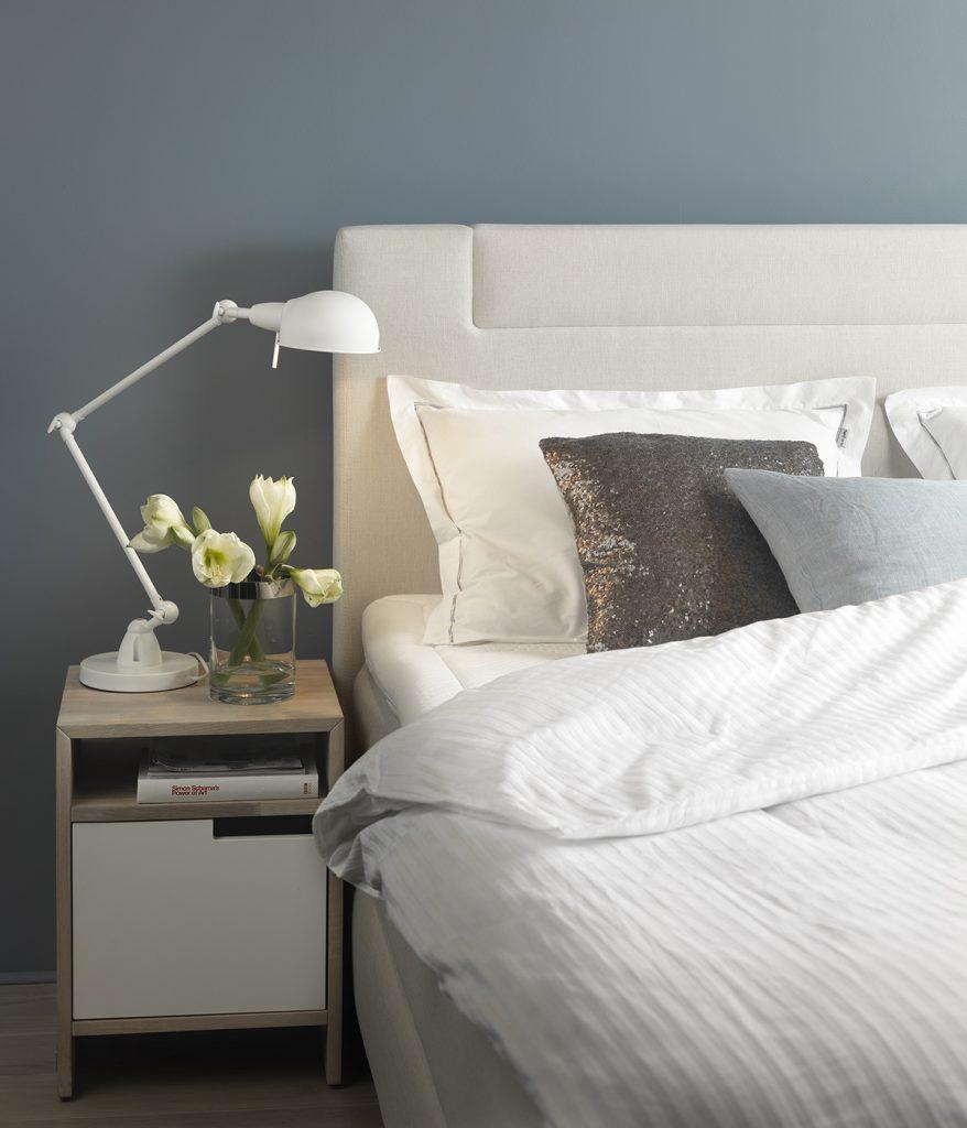 Unterstützt euren Körper für einen erholsamen Schlaf und schaltet vor dem Zubettgehen die elektronischen Geräte ab.