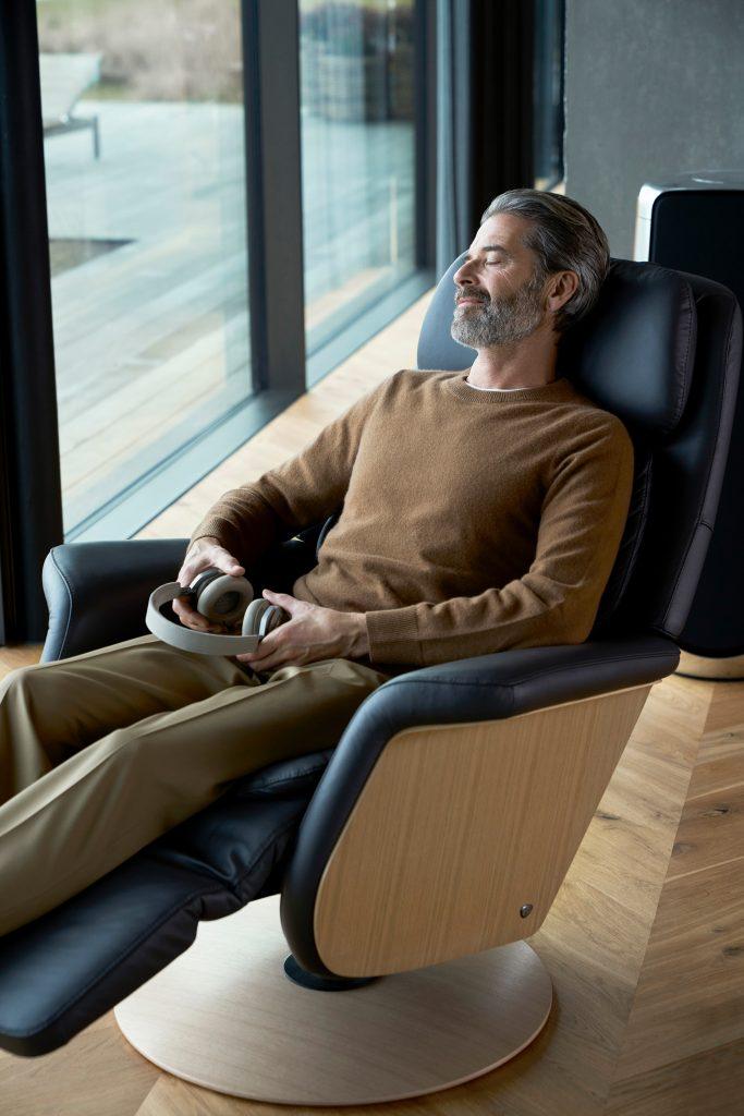 Digital Detox meint auch Entspannungsphasen in eurem Lieblingssessel, zum Beispiel dem Stressless Sam mit Heizung und Massagefunktion.