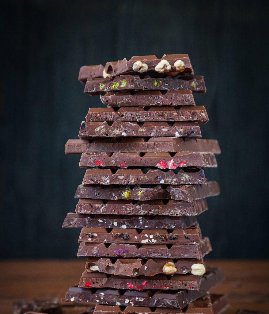 Besonders Zartbitter-Schokolade ist ein Glücklich-Macher und ein leckeres Stressless-Food.