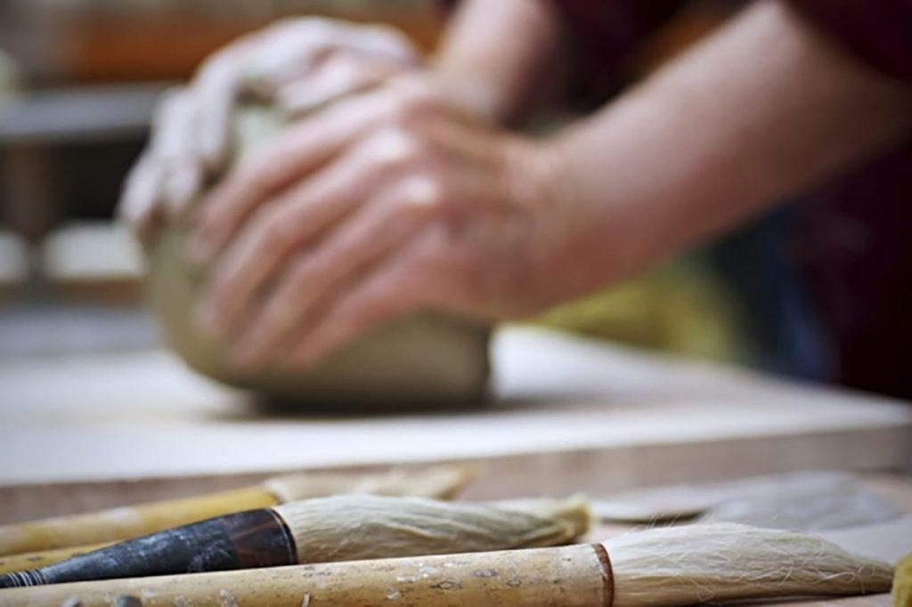 Arbeiten mit den eigenen Händen ist eine gute Möglichkeit, den Kopf frei zu bekommen und zu entspannen.