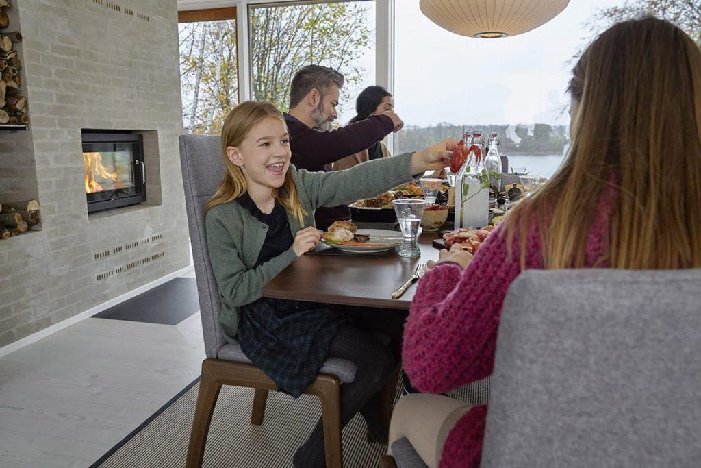 Mit Stressless Dining erlebt ihr ganz entspannte Familienessen und holt euch den Komfort ins Esszimmer.