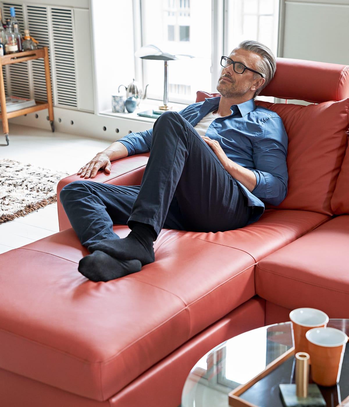 Macht es euch auf eurem Stressless Sofa E200 gemütlich und plant entspannt eine Halloween-Feier mit guten Freunden und der passenden Halloween-Deko.