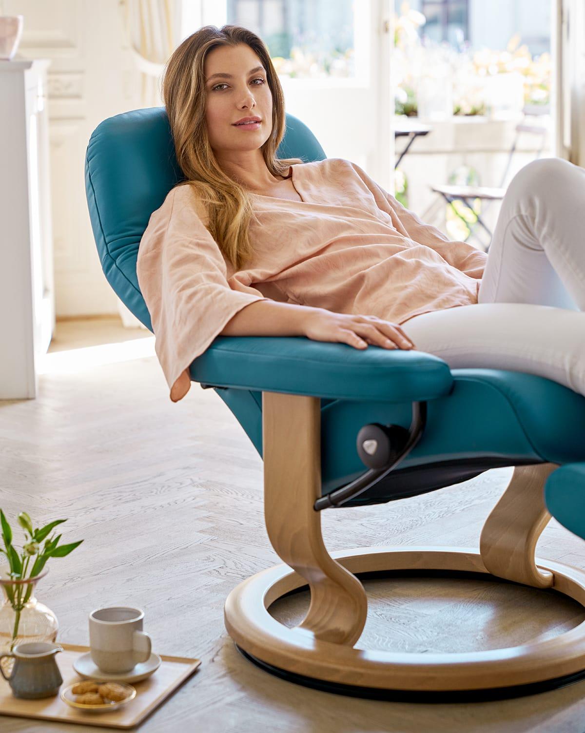 Am besten trinkt man warmen Kakao, ein gesundes Superfood, entspannt auf seinem Stressless Sessel.