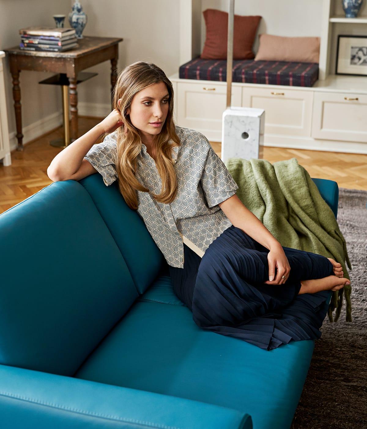 Jetzt beginnt die richtige Jahreszeit, um es sich auf seinem Stressless Sofa Joy bequem zu machen und gute norwegische Serien zu schauen.