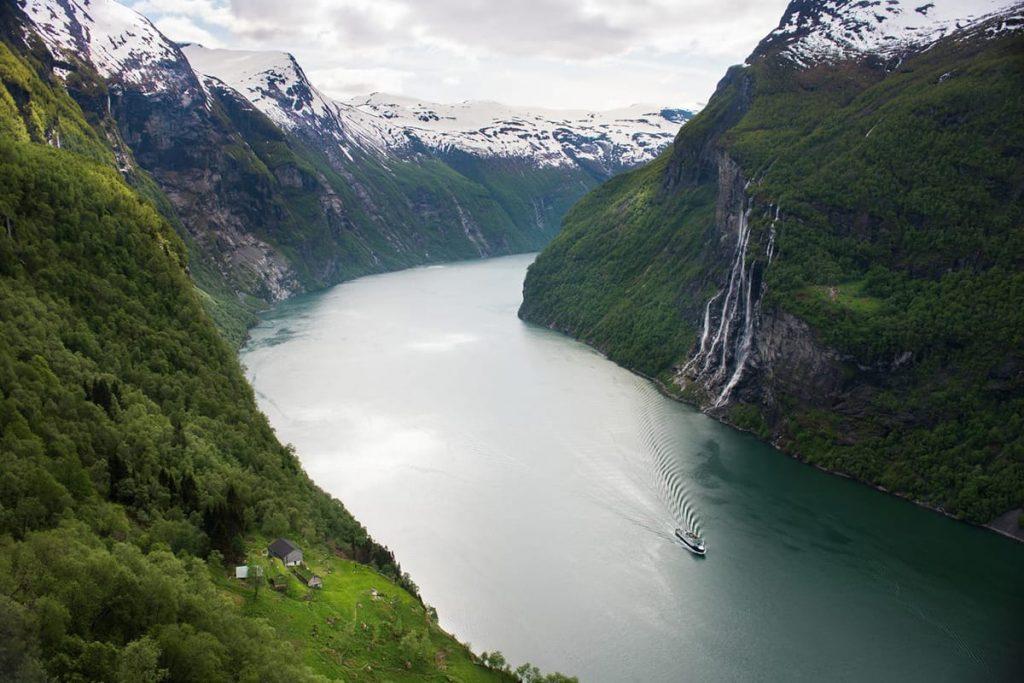Wenn ihr Norwegen im Frühling besucht, lohnt sich ein Abstecher in den Geirangerfjord.