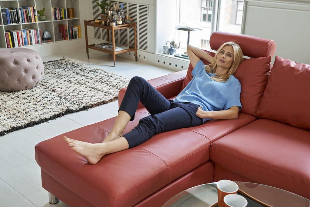 Lasst euch nach einem Urlaub in Norwegen im Frühling auf euer Stressless Sofa E200 fallen und genießt die Entspannung.