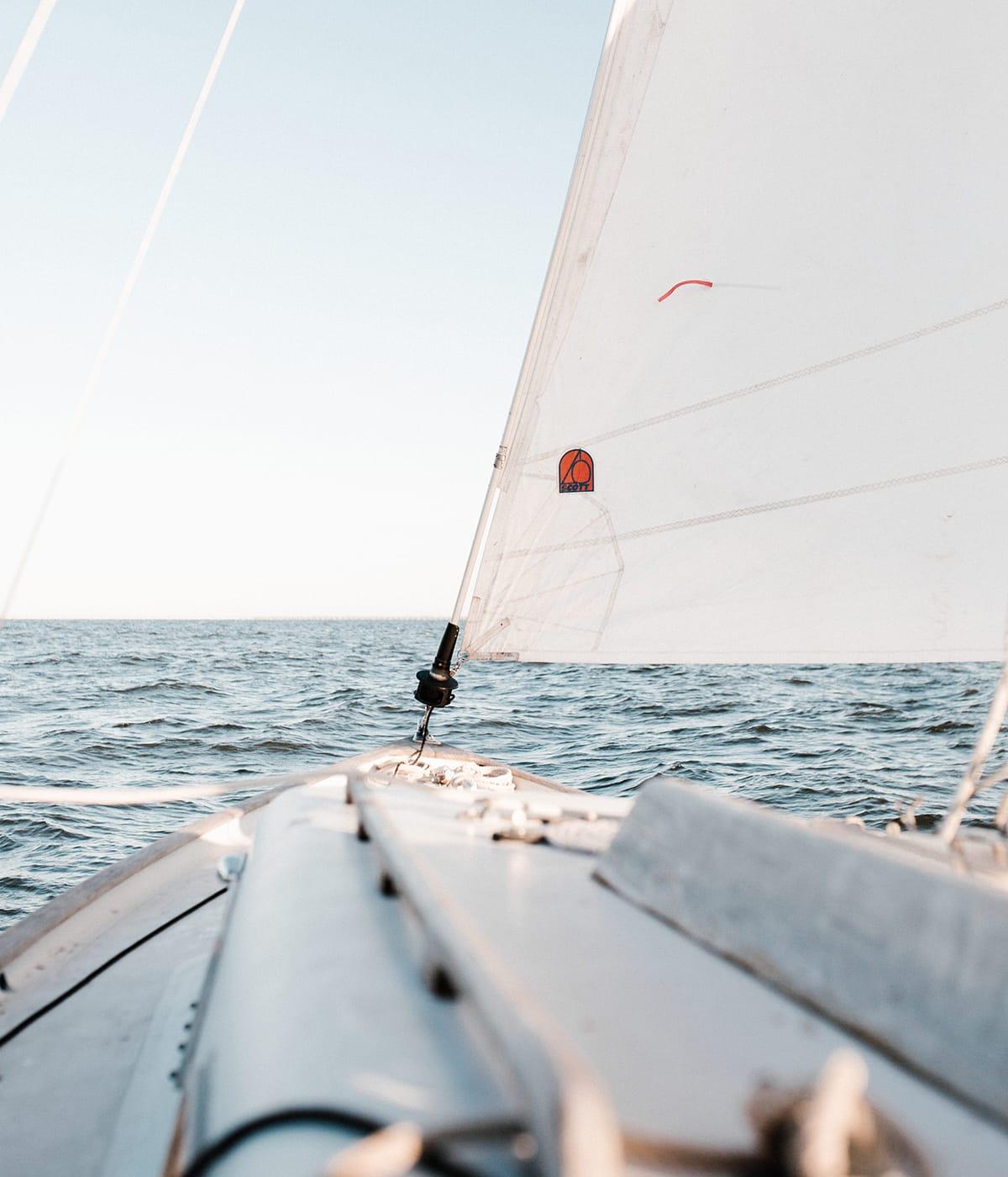 Bei Urlaubsarten wie dem Segeln, könnt ihr euer Hobby gut mit dem Reisen verbinden.