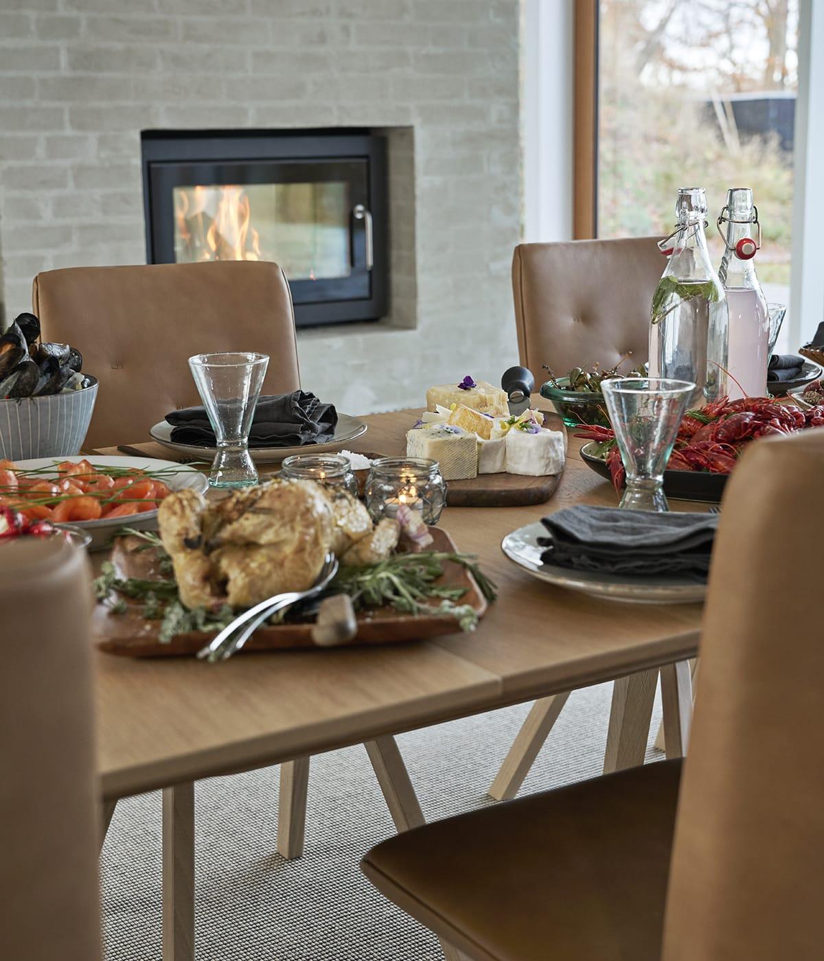 Exotische Rezepte für ein Abendessen und bequeme Stressless Dining Stühle sind die ideale Kombination für einen gelungenen Abend.