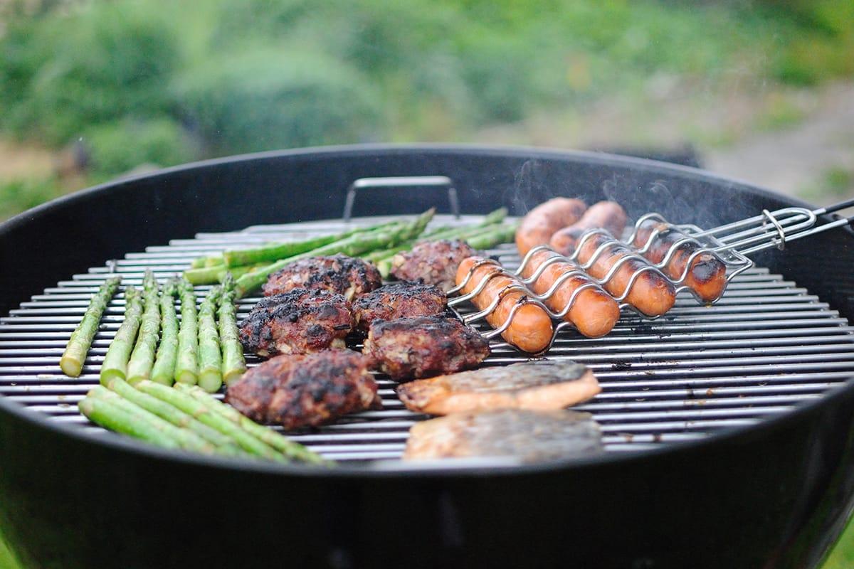 Auch beim Grillen sind schnelle Rezepte für ein leckeres Abendessen gefragt.