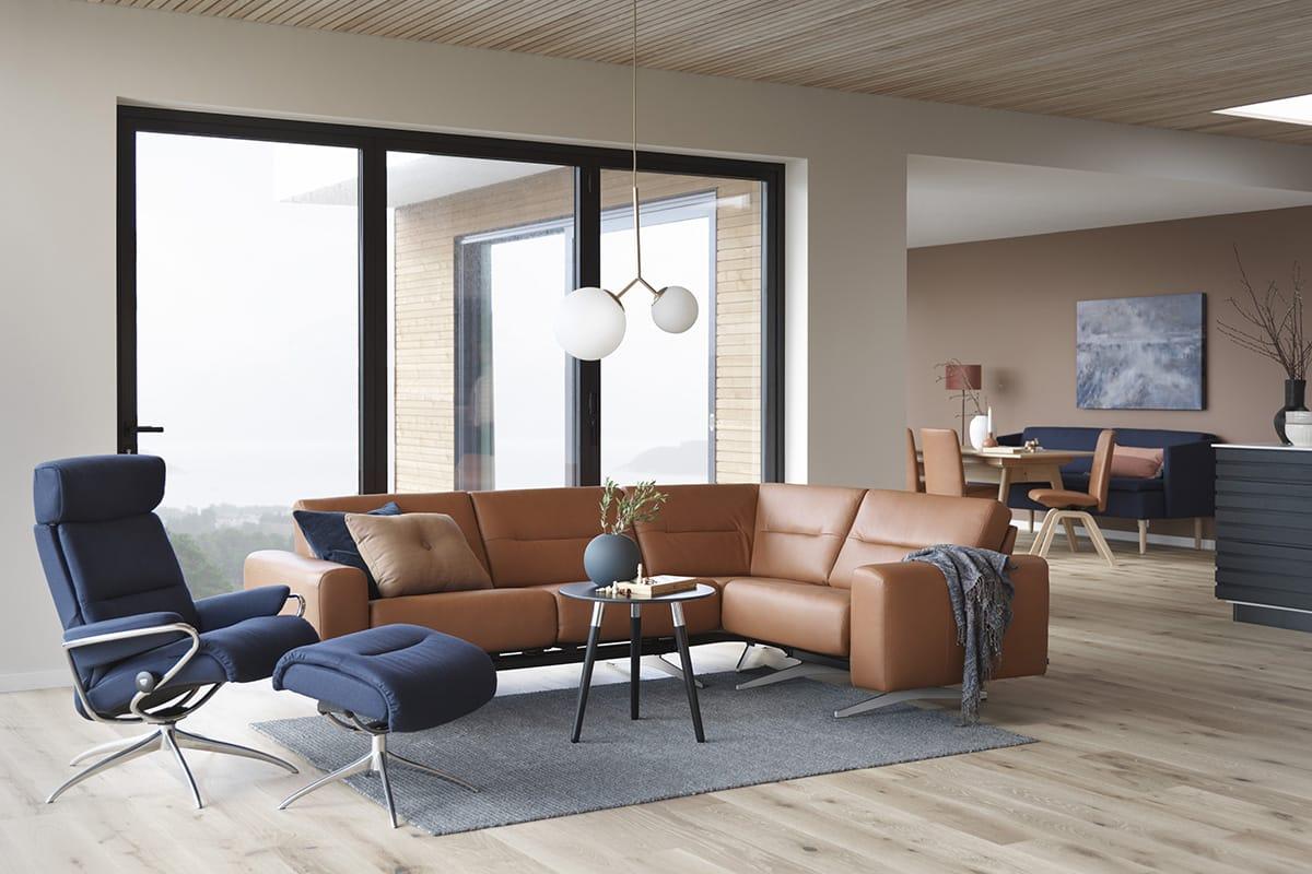 Ein Sofa ist auch der bequeme Mittelpunkt des häuslichen Lebens – besonders wenn es ein Stressless Stella Sofa ist.