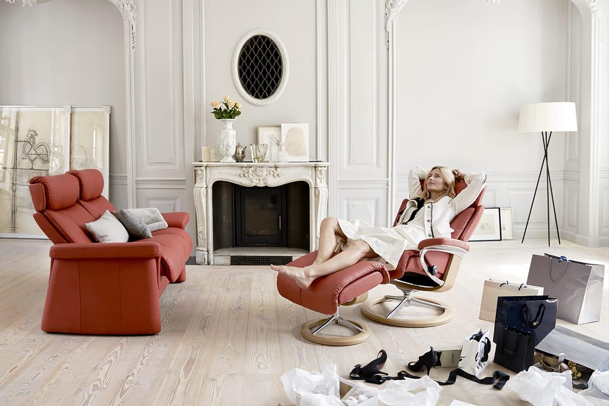 Auf einem Stressless Legend Sessel mit passendem Hocker finden schwere Beine die ideale Entlastung und Entspannung.