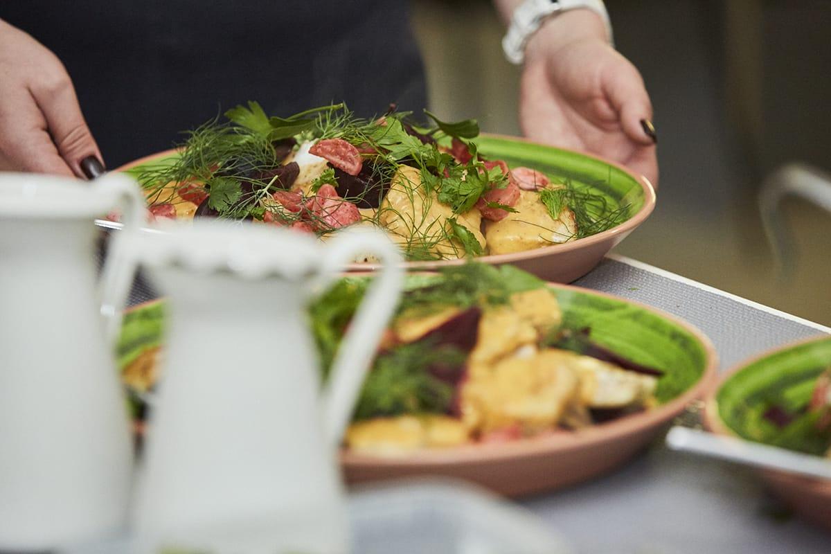 Traditionelle Gerichte gehören in der hyggeligen Weihnachtszeit zu einem norwegischen Buffet dazu.