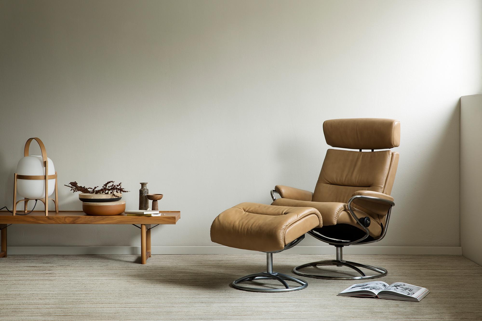 Auch der ungenutzte Platz in der Ecke eignet sich, um mit dem Stressless Tokyo Sessel eine Leseecke einzurichten.
