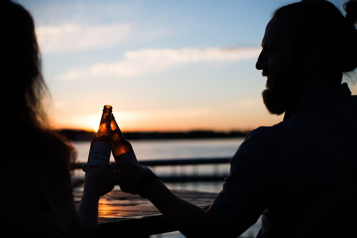 Als typisch norwegische Spezialität trinkt man gerne Bier.