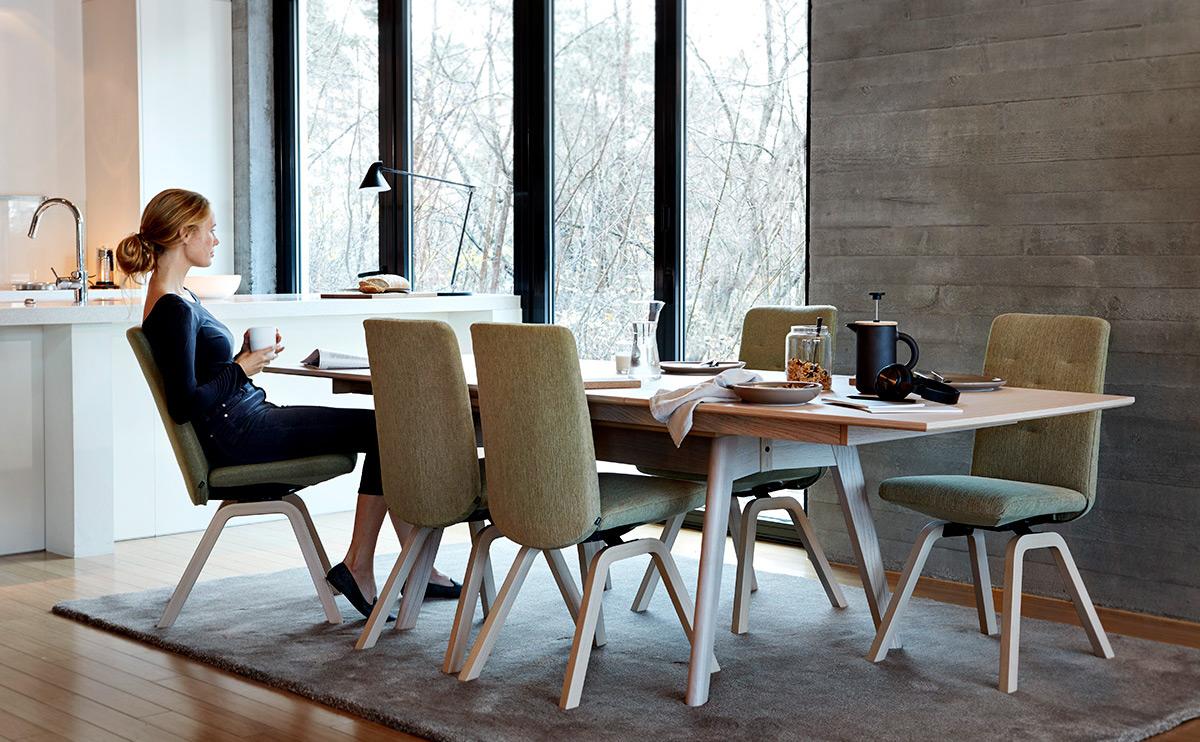 Ein Design-Trip bringt dich auf neue Einrichtungsideen für dein Zuhause. Entdecke die Modelle aus der Stressless® Dining Collection.